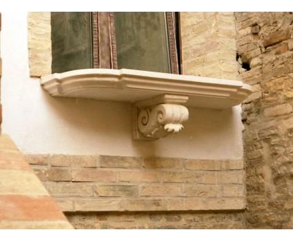 mensole e piano balcone in pietra della Maiella