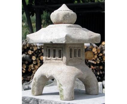 lanterna giapponese in pietra della Maiella