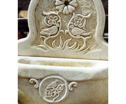 fontanelle in pietra della Maiella con decoro longobardo