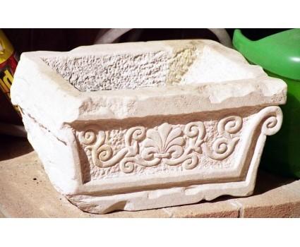 vaschetta in pietra della Maiella con decoro classico