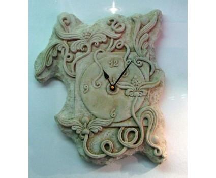 orologio in pietra della Maiella