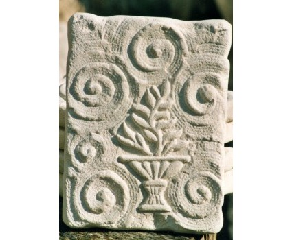formelle in pietra bianca della Maiella lavorate a gradina con sole,gaal,Tau,ecc...